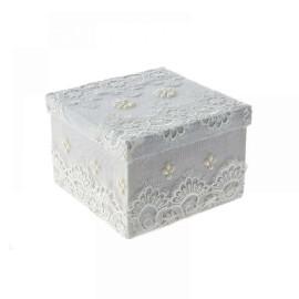 Подаръчна кутия с дантела - бяла - 21 см.