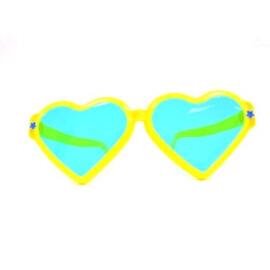 Парти очила сърца